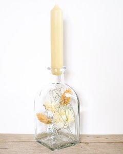 Glazen fles met kaars