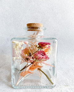 Customized fles, droogbloemen div. kleuropties
